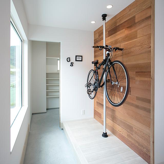 自転車も心置きなく屋内にしまうことができる土間