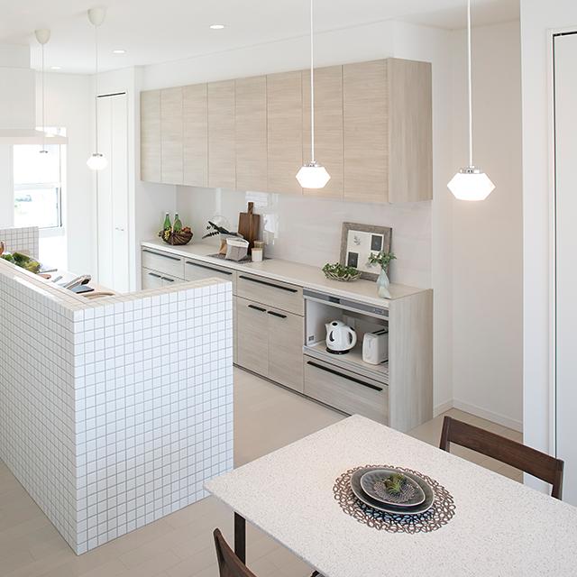 オープンな雰囲気が魅力のアイランドキッチン