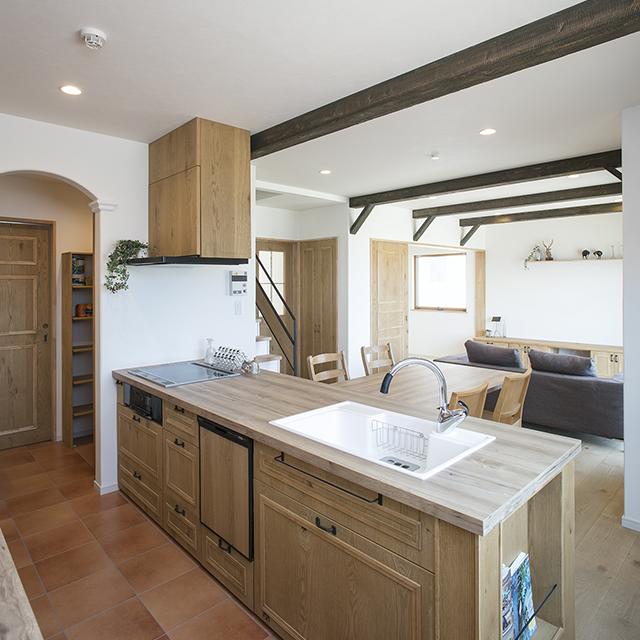 キッチン・カップボードは使いやすさとデザインを兼ね備えた造作家具